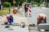 Mieszkaniec bydgoskich Jachcic uważa, że remont chodnika na Saperów to fuszerka