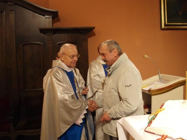To zdjęcie zrobiono podczas uroczystości diamentowego jubileuszu kapłaństwa ks. Wasaka