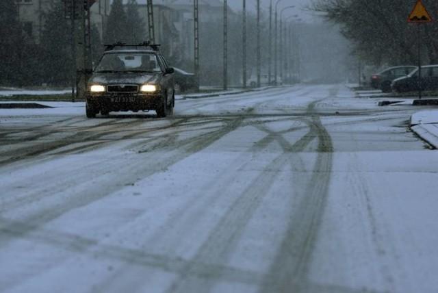 Trudne warunki na drogach województwa śląskiego. Kierowcy utknęli w korku na A1