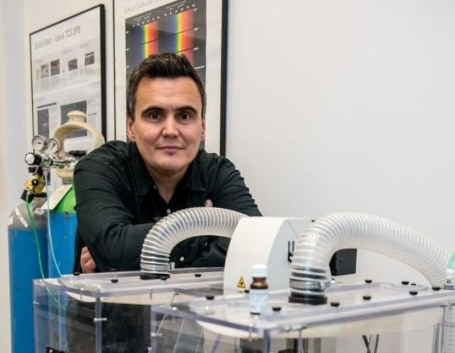 Profesor Marcin Drąg szefuje wrocławskim badaniom nad koronaawirusem