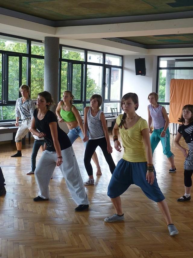 W warsztatach tańca wzięło udział kilkunastu uczestników