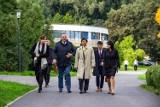 Ambasador Japonii Akio Miyajima odwiedził Ogród Japoński. Czy atrakcja Parku Śląskiego spodobała się dyplomacie?
