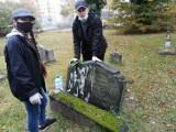 Młodzi narodowcy na cmentarzu przy Niemodlińskiej w Opolu. Co tam robili?