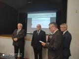 """Piaski. Na sesji wręczono odznaki honorowe  """"Zasłużony dla Kultury Polskiej"""" [ZDJĘCIA]"""