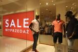 W sklepach zaczęły się poświąteczne wyprzedaże - zobacz, jakie promocje przygotowały: Biedronka, Lidl, MediaMarkt, Empik, H&M, Reserved