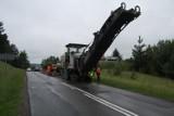 Trwa remont drogi Bytów - Niezabyszewo. Obecnie frezowana jest dotychczasowa nawierzchnia [FOTO]