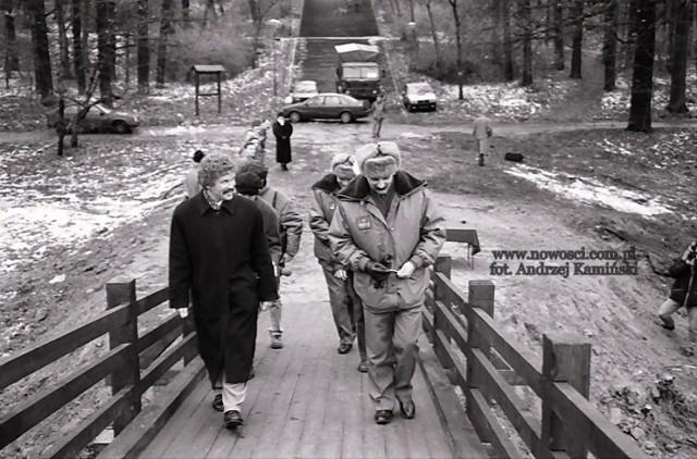 Zapraszamy na fotograficzny spacer po parku na Bydgoskim Przedmieściu. Najstarsze prezentowane zdjęcia pochodzą z początków XX wieku. Dzielimy się z Państwem również archiwalnymi widokami z dwudziestolecia międzywojennego oraz lat 60. i 90. ubiegłego wieku.