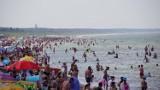 Plaże w Darłówku pełne turystów. Wakacje 2021 w pełni [zdjęcia]