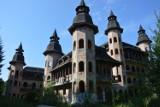 Zamek w Łapalicach. Niedokończony zamek na Kaszubach wciąż niszczeje [zdjęcia, wideo]