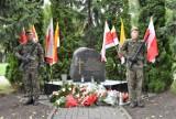 82. rocznica sowieckiej agresji na Polskę w Inowrocławiu. Delegacje złożyły kwiaty pod obeliskiem. Zobaczcie zdjęcia