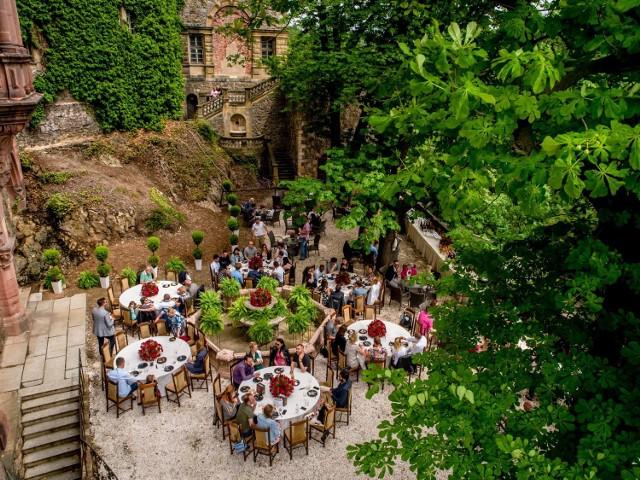 Zdjęcia 1-20 przedstawiają fontannę Donatella, która zdobiła taras Zamku Książ, gdzie teraz otwarta zostanie kawiarnia. Replika wyjątkowej fontanny stoi w USA. Zdjęcia 21-26 to prezentują przestrzeń, gdzie otwarta zostanie kawiarnia w Palmiarni. Przed laty także można było napić się tam kawy pod chmurką.