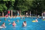 Basen w Parku Kachla w Bytomiu znów otwarty ZDJĘCIA Chętnych nie brakuje