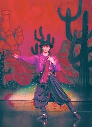 Maksim Wojtul, pierwszy solista Opery Narodowejw Warszawie, jako Rudolf Walentino