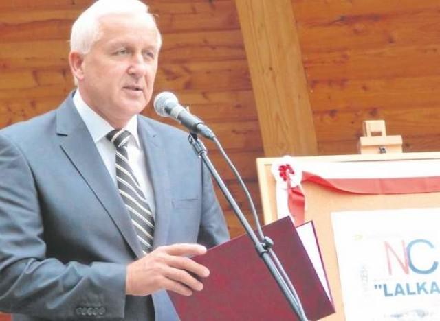 """Buskie czytanie """"Lalki"""" rozpoczął burmistrz Waldemar Sikora."""