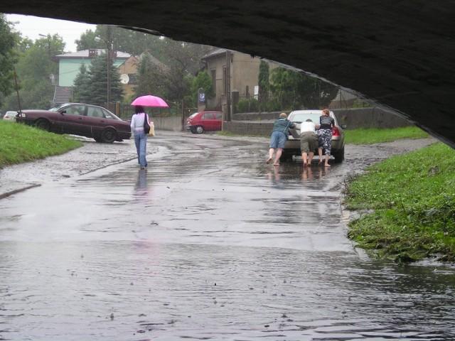 Straty po ostatniej powodzi z 2010 roku byłyby niższe, gdyby informacja o zagrożeniu dotarła do mieszkańców na czas