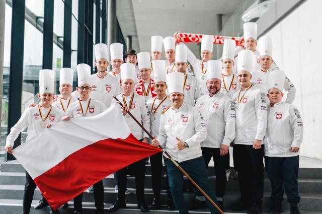 W olimpiadzie udział wzięło ponad 2200 kucharzy. Polacy rywalizowali z prawie 60 reprezentacjami z całego świata. Nasza reprezentacja startowała w dwóch kategoriach: chef's table i restaurant of nations. W obu zdobyła srebrne medale.