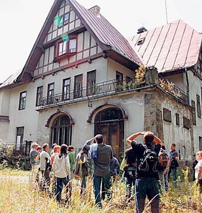 Nawet zaniedbane dziś wille imponują swoją niezwykłą architekturą