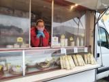 Nowy Tomyśl. Renata Gumuła wraz z mężem Jarkiem podbijają lokalny rynek serów! Produkty wyrabiają od początku do końca ze swoich produktów