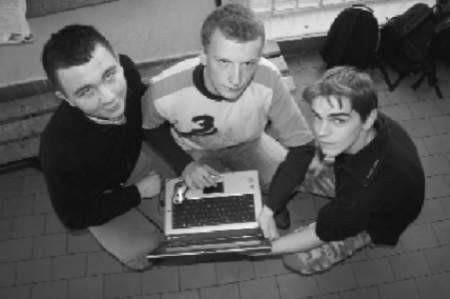 Marcin Zych (od lewej), Damian Wesołek, Amadeusz Plis w trzy miesiące zarobili 20 tysięcy złotych.  Fot. Bernard Łętowski