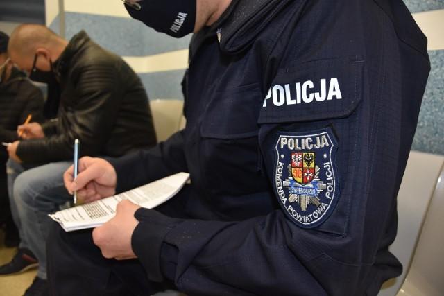 Policjanci ze Świebodzina szczepili się przeciwko covid-19