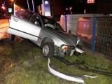 Wypadek na ul. Węgierskiej. Kierowca BMW uderzył w latarnie i uciekł?