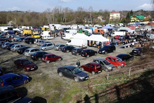 Targowica w Jaśle. W piątek, 23 kwietnia, towaru nie brakowało.