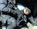 Kolejna napaść na policjantów w Toruniu - film