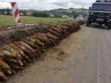 Gorlice. Podczas prac drogowych odkryto arsenał niewybuchów, 260 pocisków pod drogą wojewódzką nr 993 w Rozdzielu