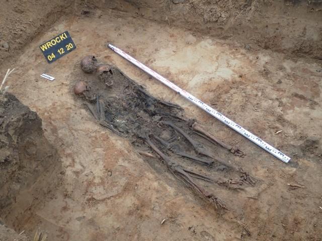 We Włókach pod Bydgoszczą - także w związku z budową S5 - odkryto szczątki czterech polskich żołnierzy z 1939 roku. Leżały w pobliżu cmentarza wojennego.