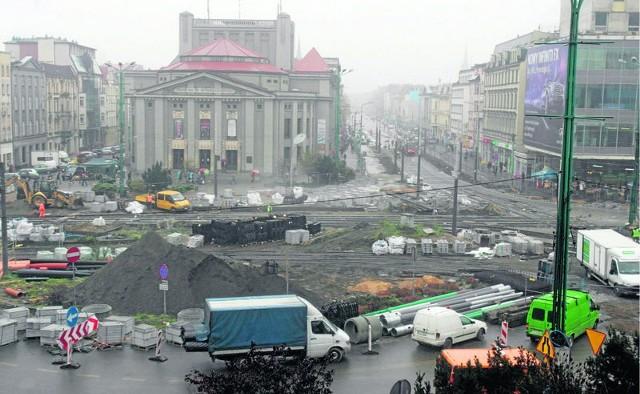 Tak wygląda obecnie katowicki rynek. Przebudowywane są także ul. 3 Maja i św. Jana