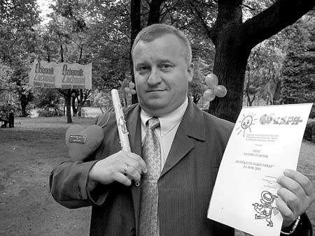Jan Furtok, właściciel kiosku gastronomicznego z prawidłowo niesionym serduszkiem. Fot. TOMASZ GRIESSGRABER