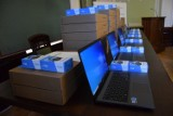 35 laptopów trafiło do szkół powiatowych w Wejherowie i Rumi