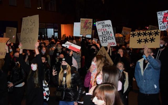 W centrum Mogilna pojawiło się jeszcze więcej protestujących niż w minioną niedzielę, 25 października.