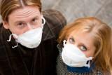 Od dzisiaj maseczki są obowiązkowe. Przeczytaj, kiedy zakrywanie ust i nosa jest konieczne (PRZEPISY)