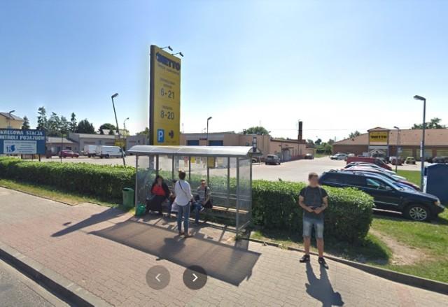 Ulice Szubina w Google Street View w 2013 i 2018 roku.
