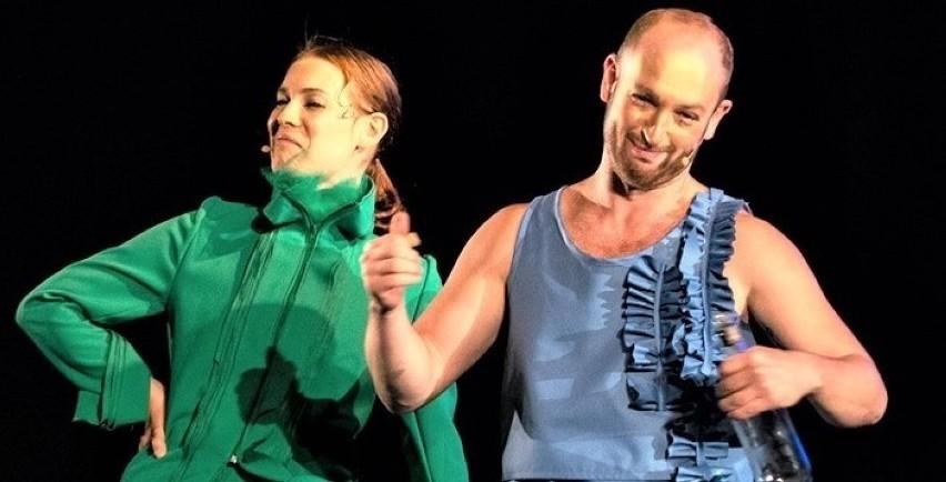 """W spektaklu Lubuskiego Teatru """"Zielony Gil"""" jest tak gorąco..."""