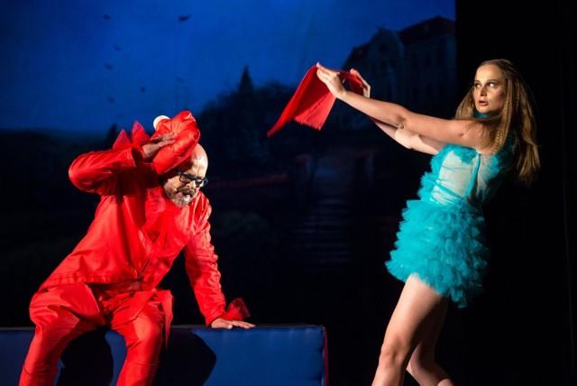 """W spektaklu Lubuskiego Teatru """"Zielony Gil"""" jest tak gorąco od uczuć i emocji, że bywa też pikantnie… Ku uciesze widza!"""