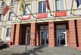 Na sesji Rady Powiatu Gdańskiego m.in. o podwyżkach dla rodzin zastępczych, nowym rentgenie w Pogotowiu i skardze na pracownika