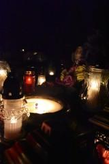 Cmentarze nocą wyglądają zjawiskowo [ZDJĘCIA]