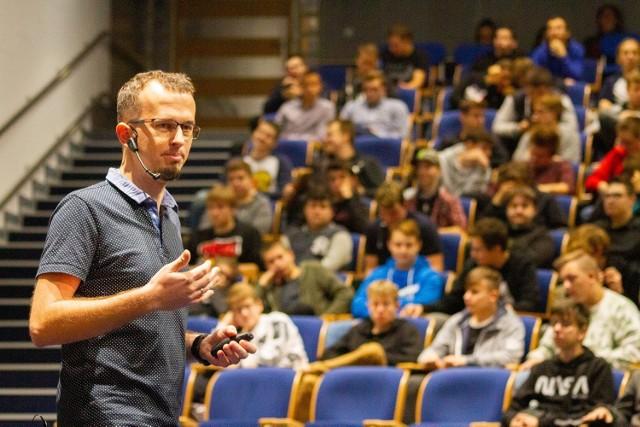 Radosław Gołąbek, dyrektor SAP Labs Poland.  Fundacja Media 3.0 wspólnie z koncernem SAP SE po raz piąty organizuje ogólnopolski konkurs programistyczny Hack Heores. Tematem tegorocznej edycji jest zdrowie.   Zobacz kolejne zdjęcia. Przesuwaj zdjęcia w prawo - naciśnij strzałkę lub przycisk NASTĘPNE