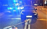 Oświęcim. Pijany kierowca, chcąc uniknąć kontroli, potrącił policjantów. Po pościgu został zatrzymany [ZDJĘCIA]