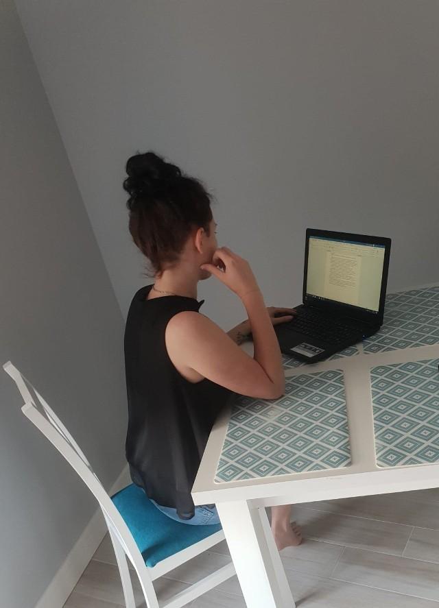 Kamila przyznaje, że nie miała ustalonego harmonogramu pisania. - Bywało, że pisałam po kilka stron dziennie. Ale zdarzały się też przerwy od pisania, które trwały czasami kilka dni czasami kilkanaście.