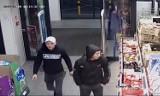 Sklep Aldi w Sosnowcu: pobili ochroniarza i ukradli odkurzacz. Rozpoznajesz ich? Są poszukiwani przez policję