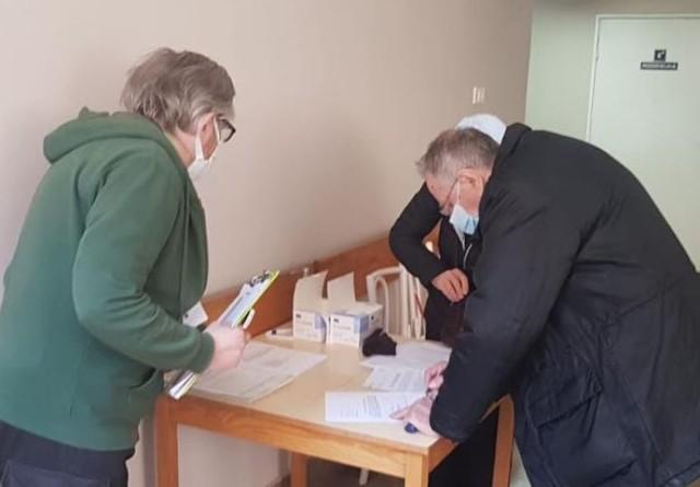 Harcerze wspierają szpital w Kaliszu w akcji szczepień przeciwko COVID-19