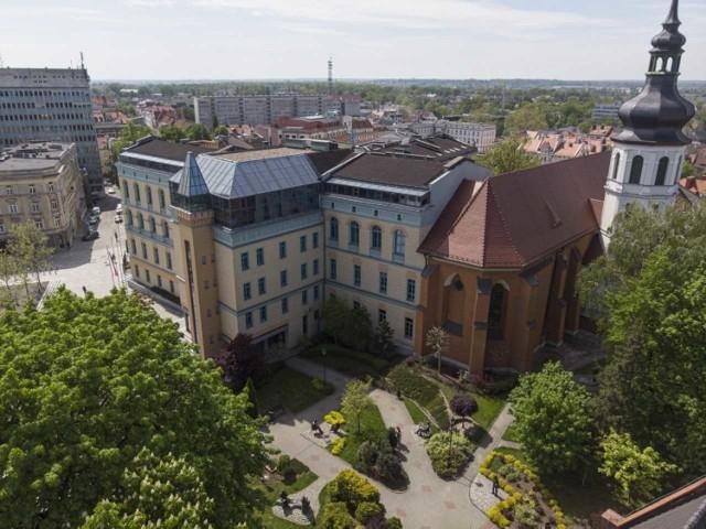 """Ranking Szkół Wyższych 2021 """"Perspektyw"""". Jak wypadły opolskie uczelnie?"""