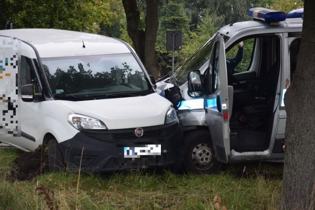 Rozbite pojazdy na ulicy Narutowicza w Szczecinku