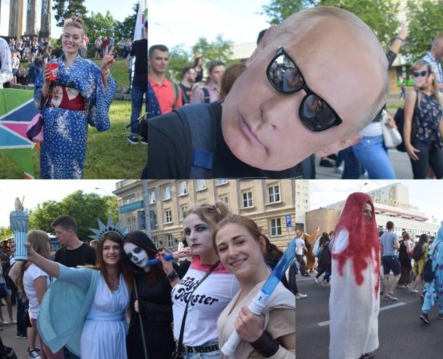 Setki osób wzięły udział w paradzie rozpoczynającej białostockiej Juwenalia 2018. Nie mogło w tym tłumie zabraknąć barwnych przebierańców. Zobaczcie, jak przebrali się studenci!