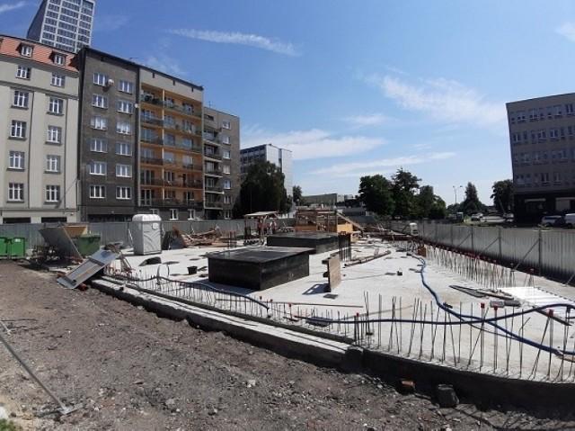 Wstrzymana budowa hotelu przy ulicy Moniuszki w Katowicach