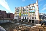 Z kamienicy w centrum Wrocławia została tylko... ściana. Co tam powstanie? (ZOBACZ WIZUALIZACJE)