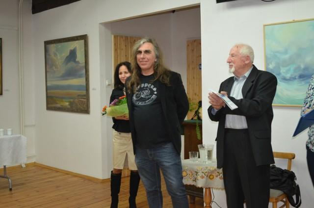 Na otwarciu była jeszcze jedna atrakcja - koncert  bluesowy Jarosława Mielcarka (z lewej).